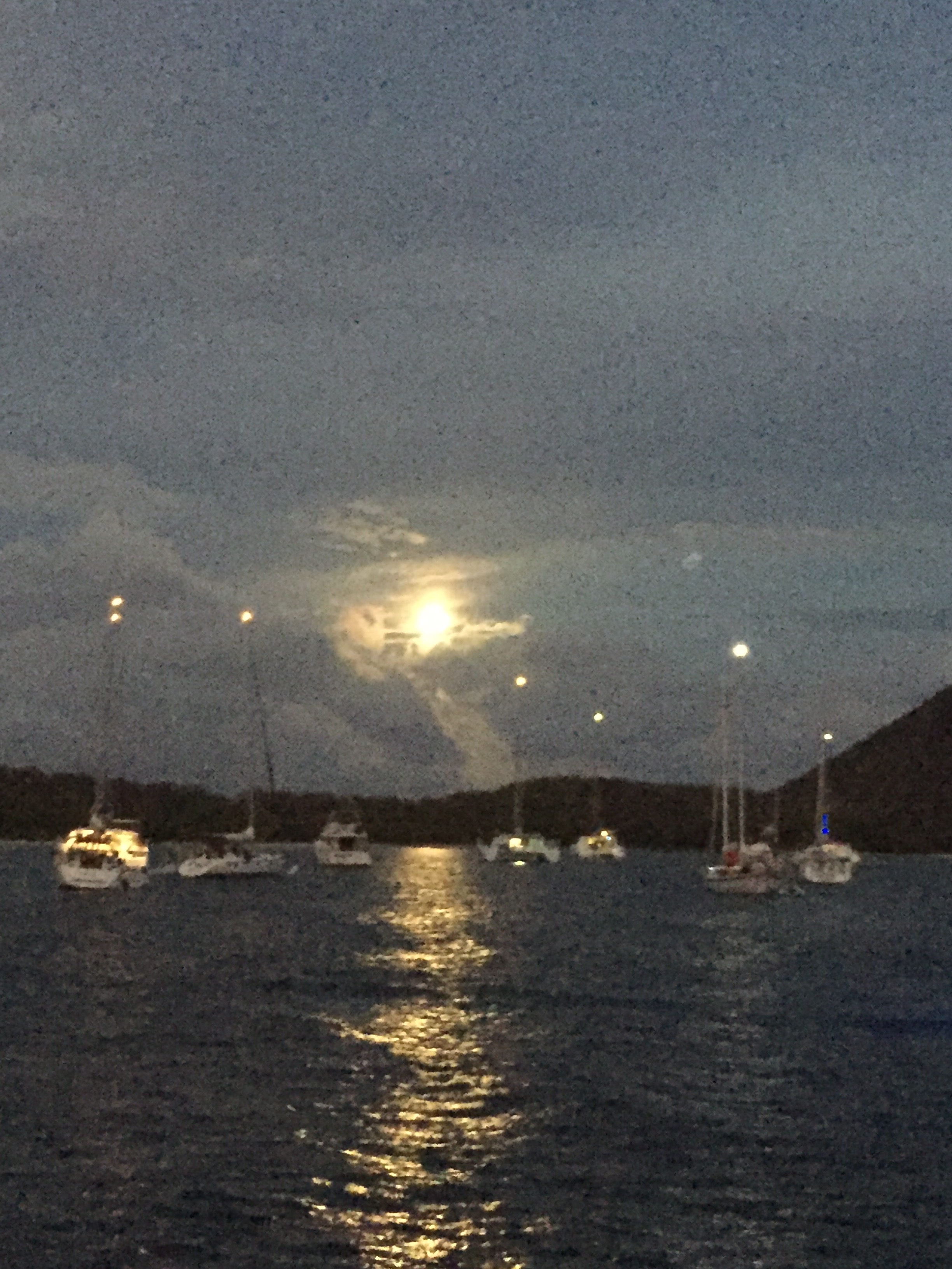 Full moon in Trellis Bay