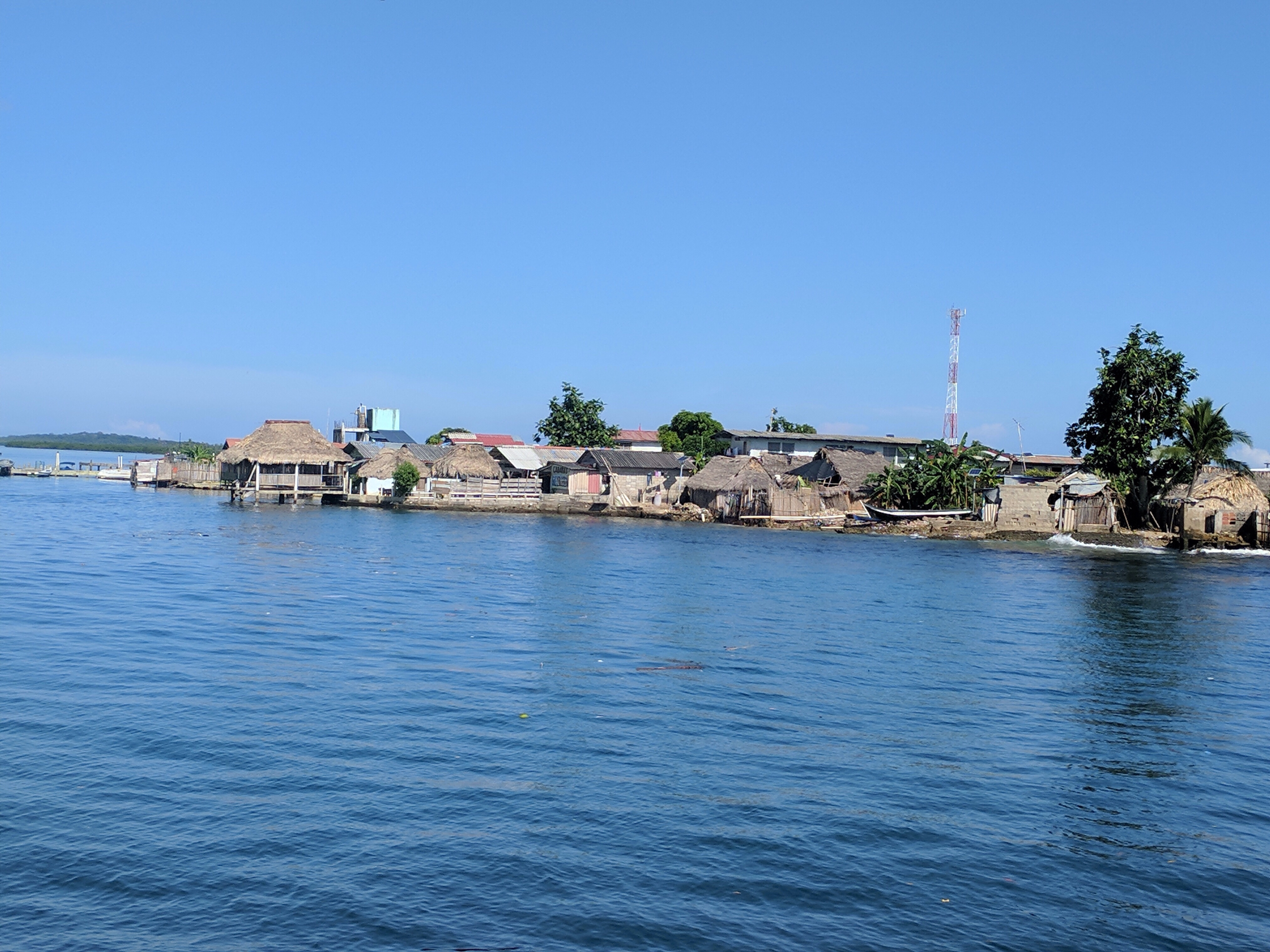 Image of Ustupu as we come into the bay.