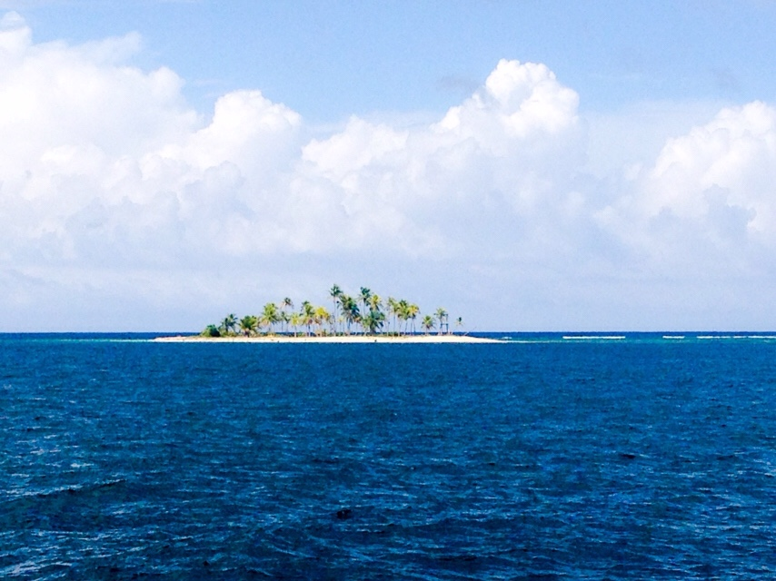 No name island, one of the 382 in the San Blas chain.