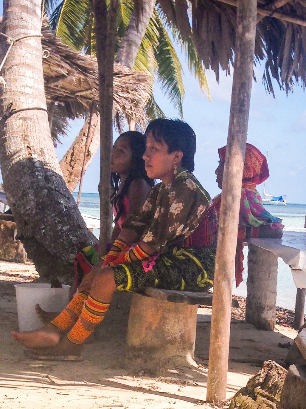 Local Kuna ladies on Banedup.